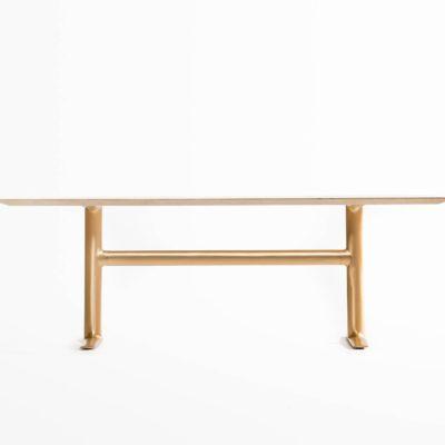 天板から脚に至るまで、素材・デザイン共にこだわり抜かれたダイニングテーブル『Bridge across』